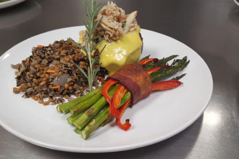 Traditional Dining Experience - Quality Senior Food Service